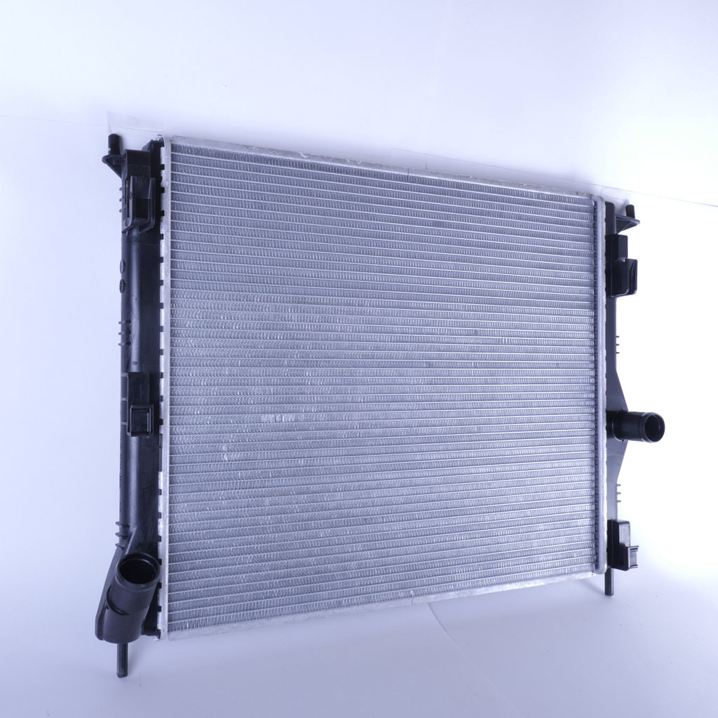 Радиатор охлаждения LADA Largus, Renault Logan, Sandero и Nissan Almera (для а/м без кондиционера)