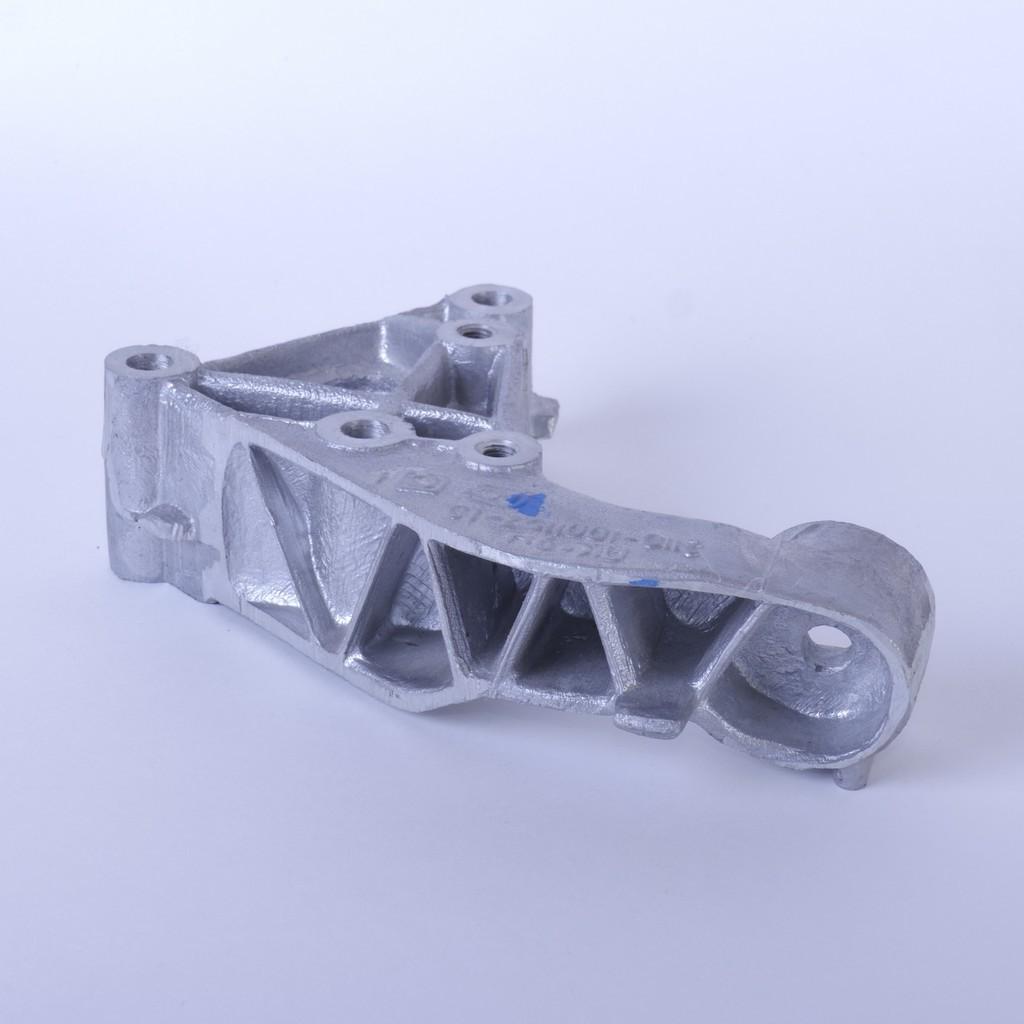 Кронштейн опоры двигателя ВАЗ-2110 … -2112 и LADA Priora правый (нового образца)